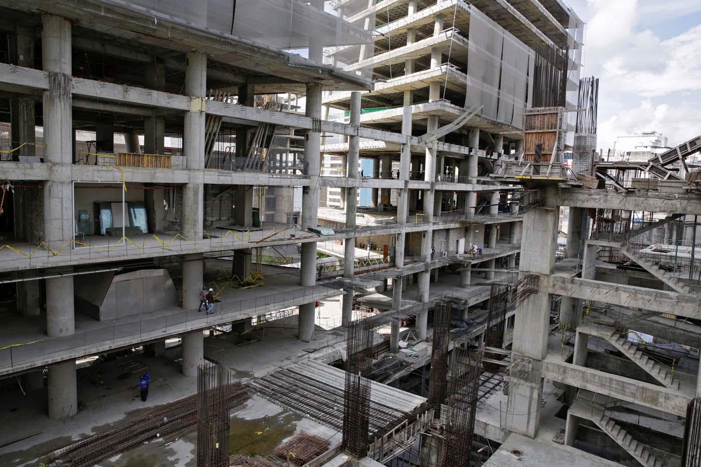 2016-10-07T114934Z_1836513511_D1AEUFPCSKAB_RTRMADP_3_VENEZUELA-CONSTRUCTION