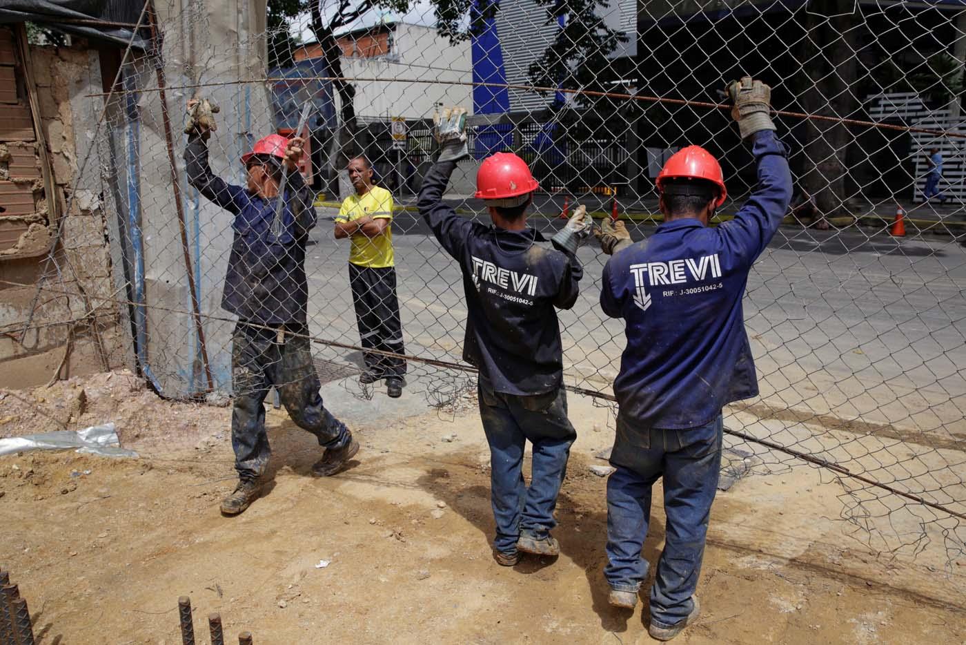 2016-10-07T114945Z_1382507311_D1AEUFPCSVAA_RTRMADP_3_VENEZUELA-CONSTRUCTION
