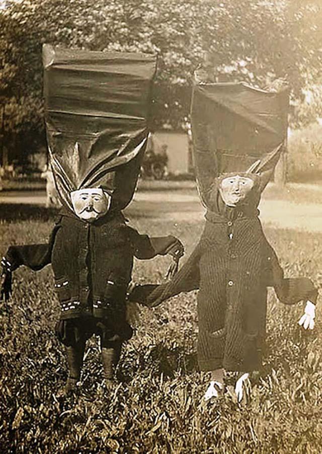 scary-vintage-halloween-creepy-costumes-11-57f6494881cbd__605