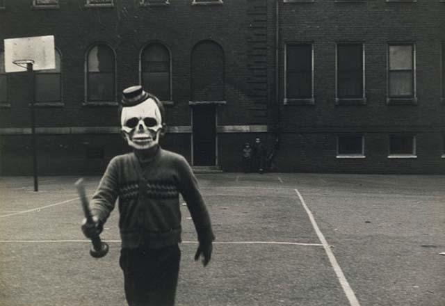 scary-vintage-halloween-creepy-costumes-21-57f64ea45a10e__605