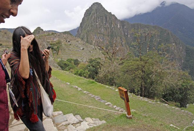 La actriz estadounidense Demi Moore visita Machu Picchu