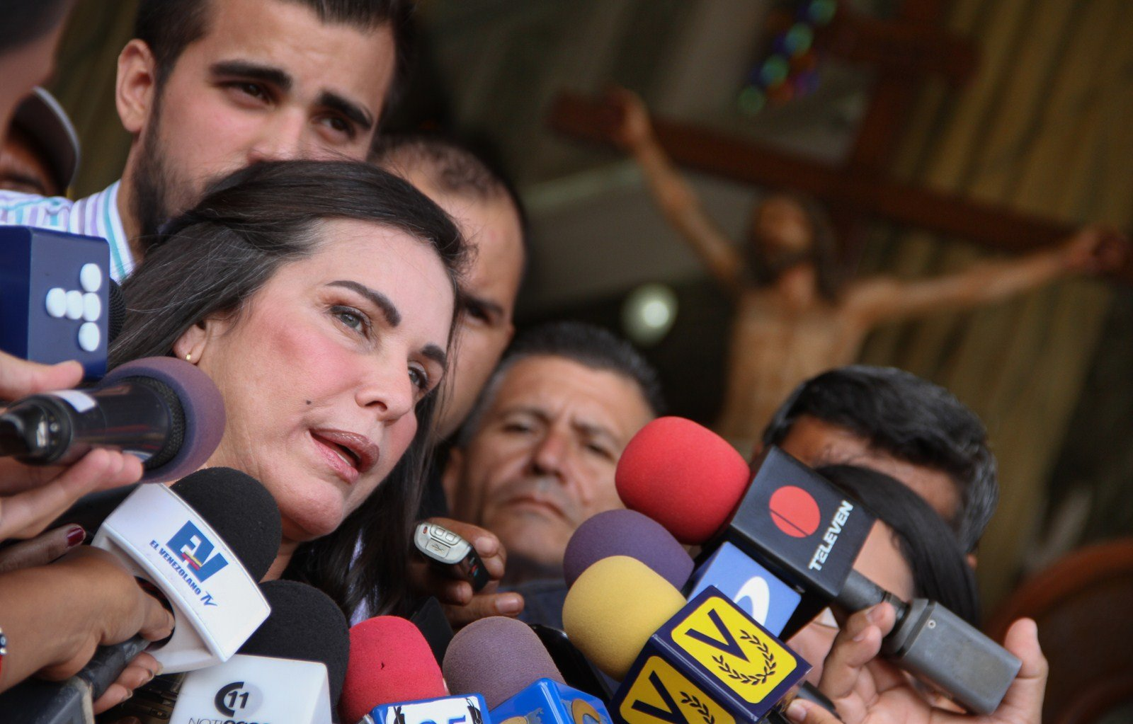 Dictan medida cautelar que otorga casa por cárcel a Manuel Rosales