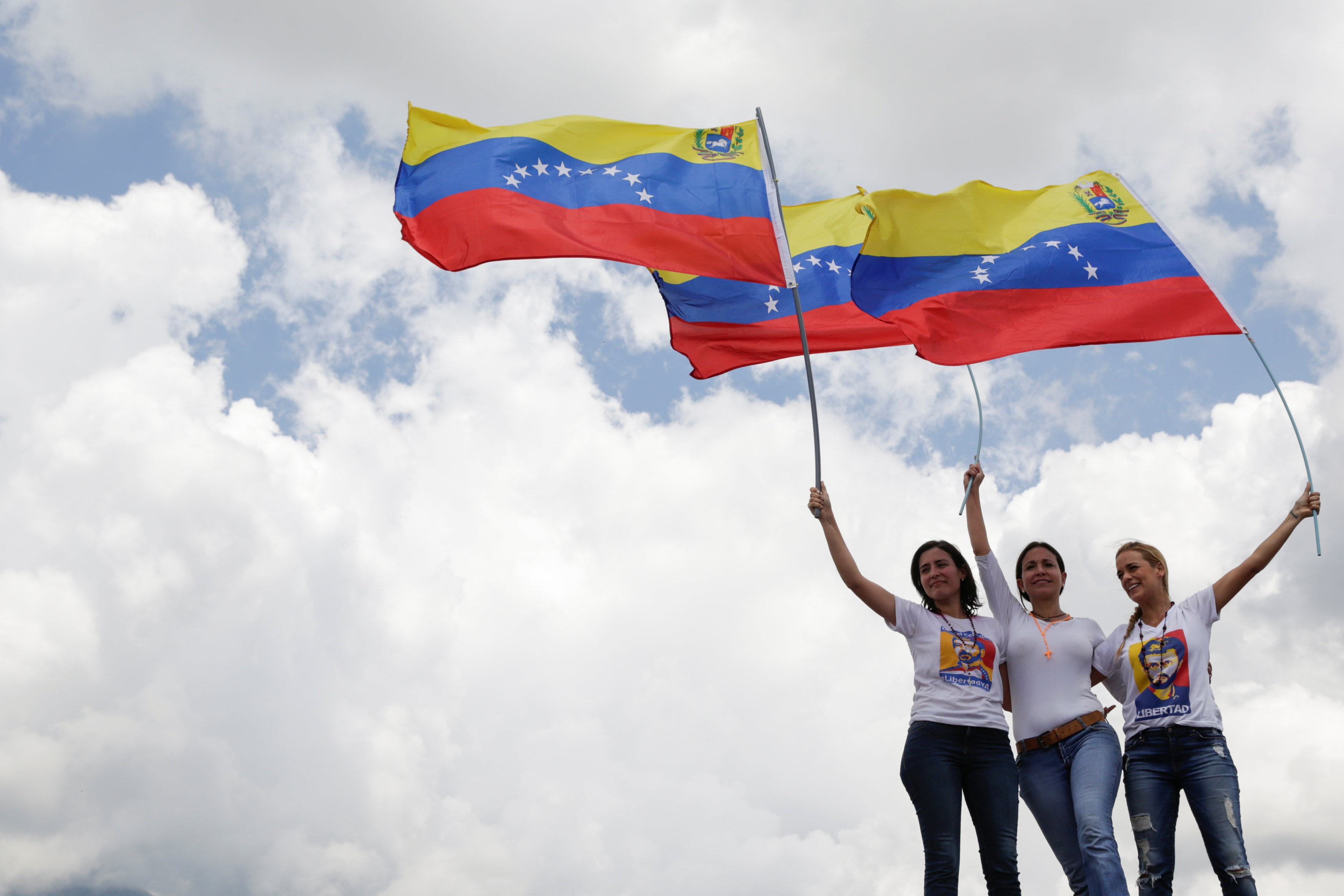 Lilian Tintori (R), wife of jailed Venezuelan opposition leader Leopoldo Lopez attends a rally to demand a referendum to remove Venezuela's President Nicolas Maduro, next to Venezuelan opposition leader Maria Corina Machado (C) and Patricia Ceballos, mayor of San Cristobal and wife of jailed former mayor Daniel Ceballos, in Caracas, Venezuela October 22, 2016. REUTERS/Marco Bello