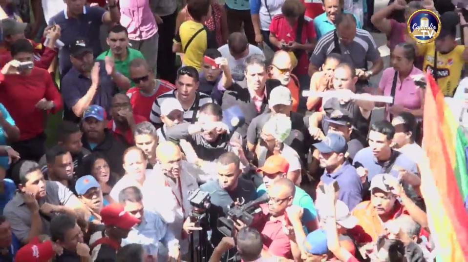 Chavistas entraron a la fuerza a la sesión de la Asamblea Nacional (fotos)