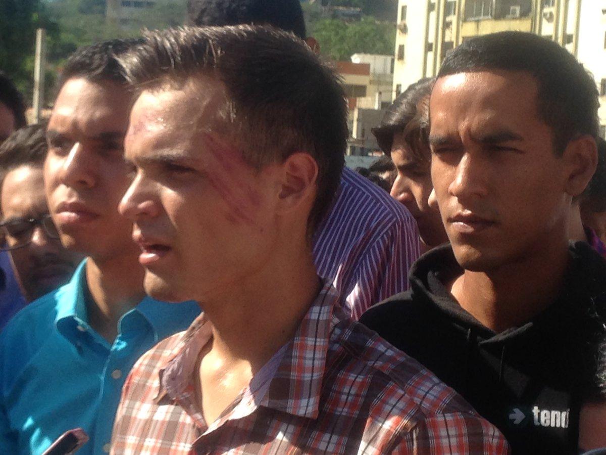 Foto: Estudiantes agredidos en la Plaza Bolívar de Cumaná / Twitter