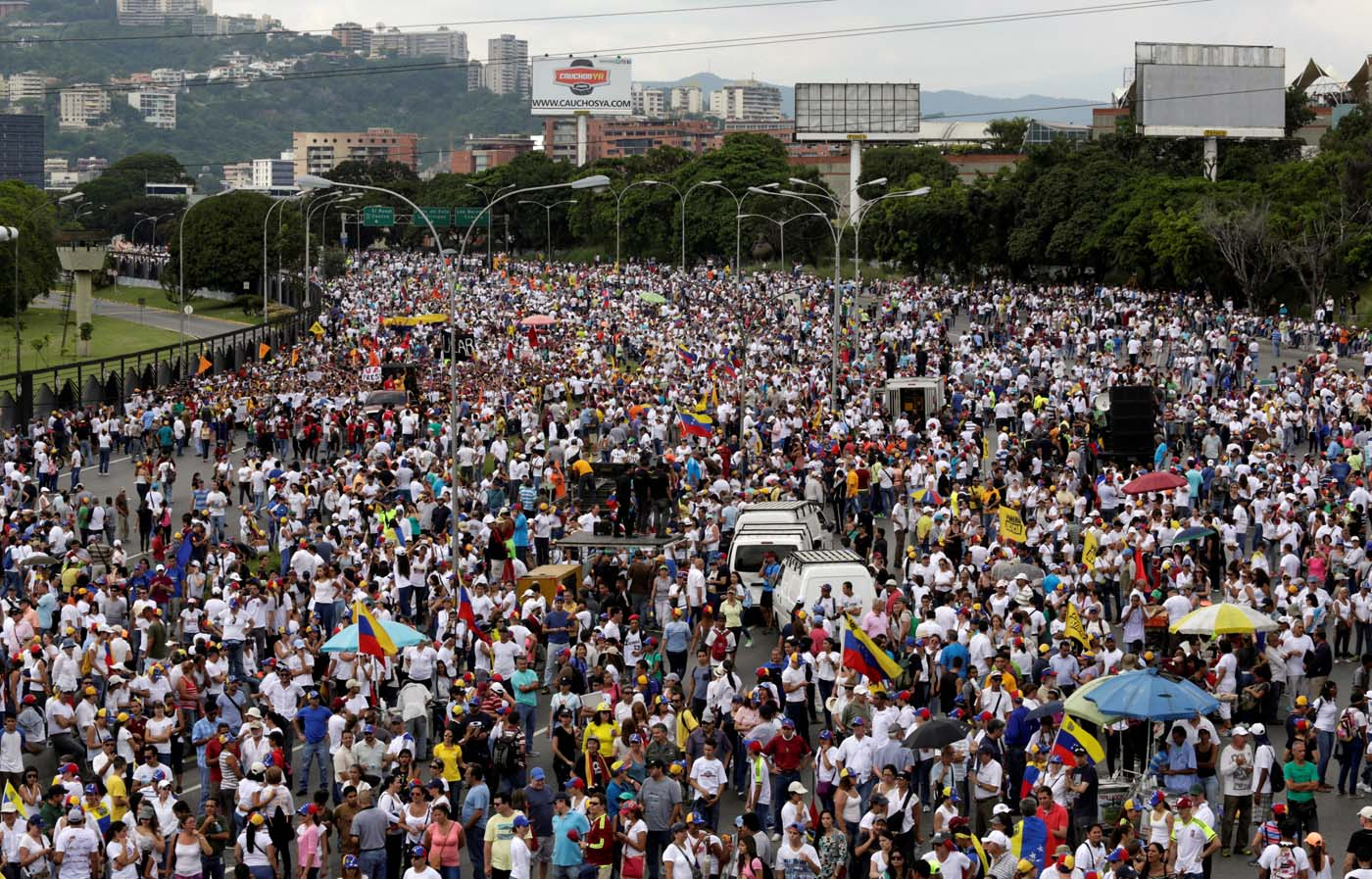 2016-10-26T164243Z_1609132487_S1AEUJFNDJAA_RTRMADP_3_VENEZUELA-POLITICS
