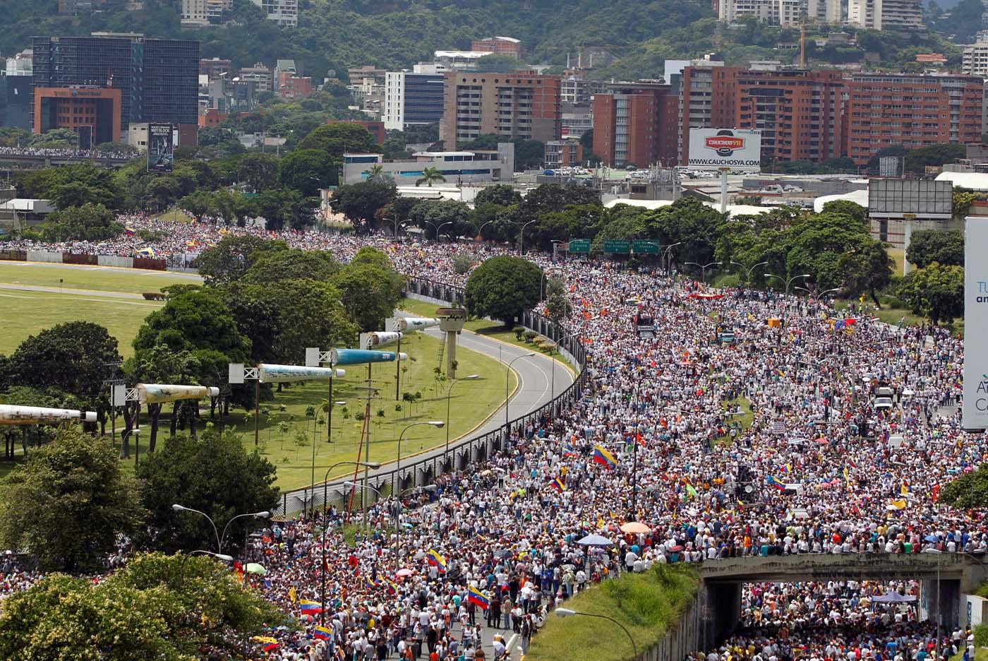 2016-10-26T175411Z_1753464420_S1AEUJFTMHAA_RTRMADP_3_VENEZUELA-POLITICS