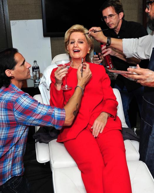 Katy Perry sorprende con disfraz de Hillary Clinton para Halloween
