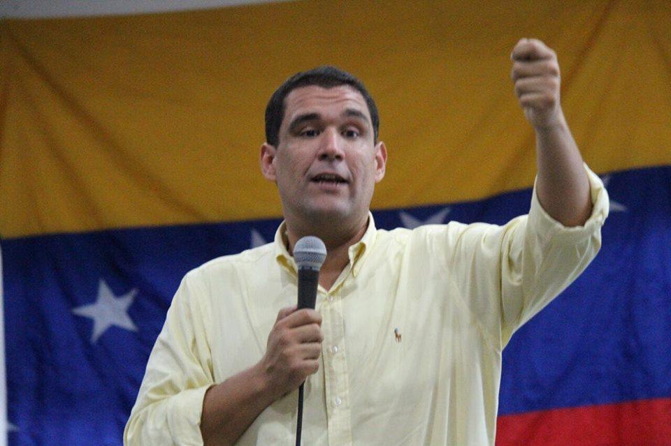 Maduro espera que Parlamento desista de enjuiciarlo tras inicio de diálogo