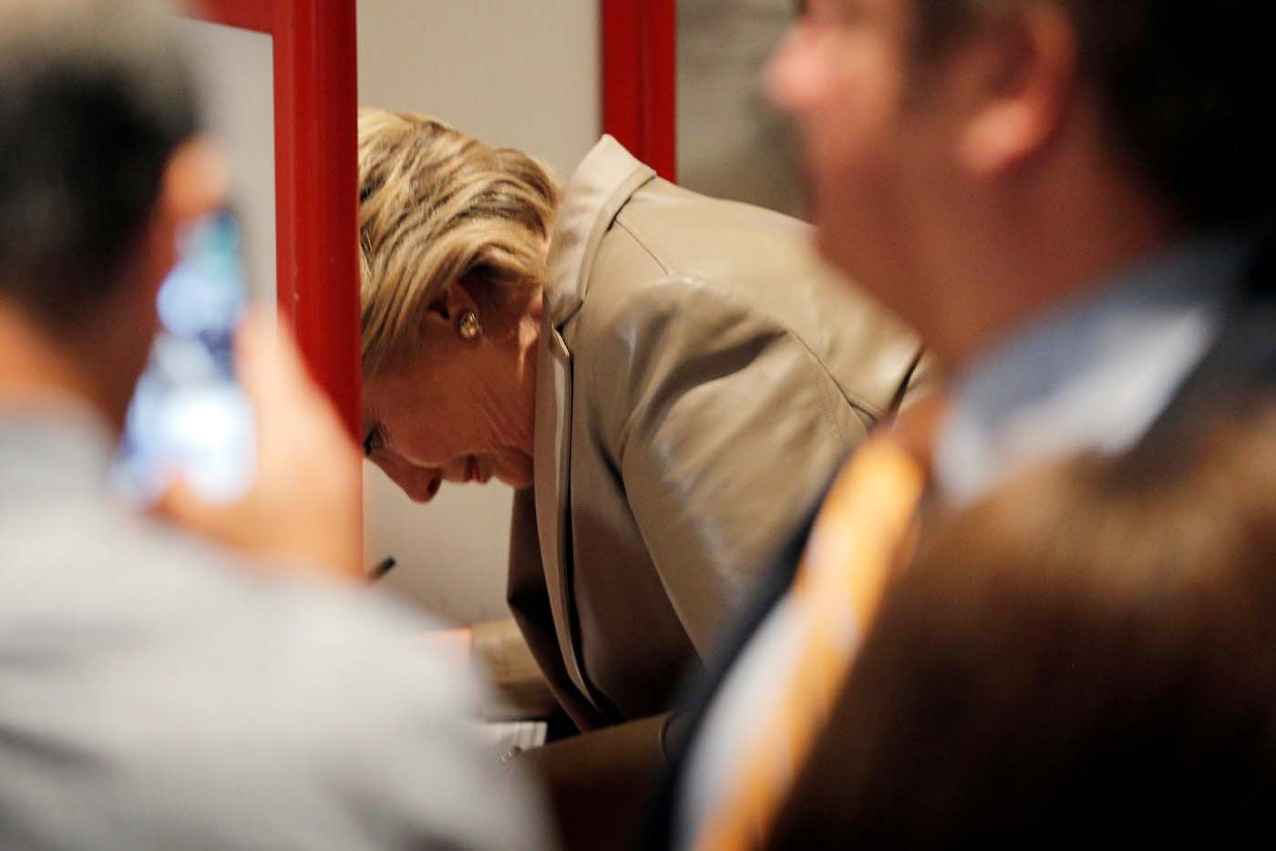 2016-11-08T134115Z_1063101621_D1BEULQUOPAA_RTRMADP_3_USA-ELECTION-CLINTON