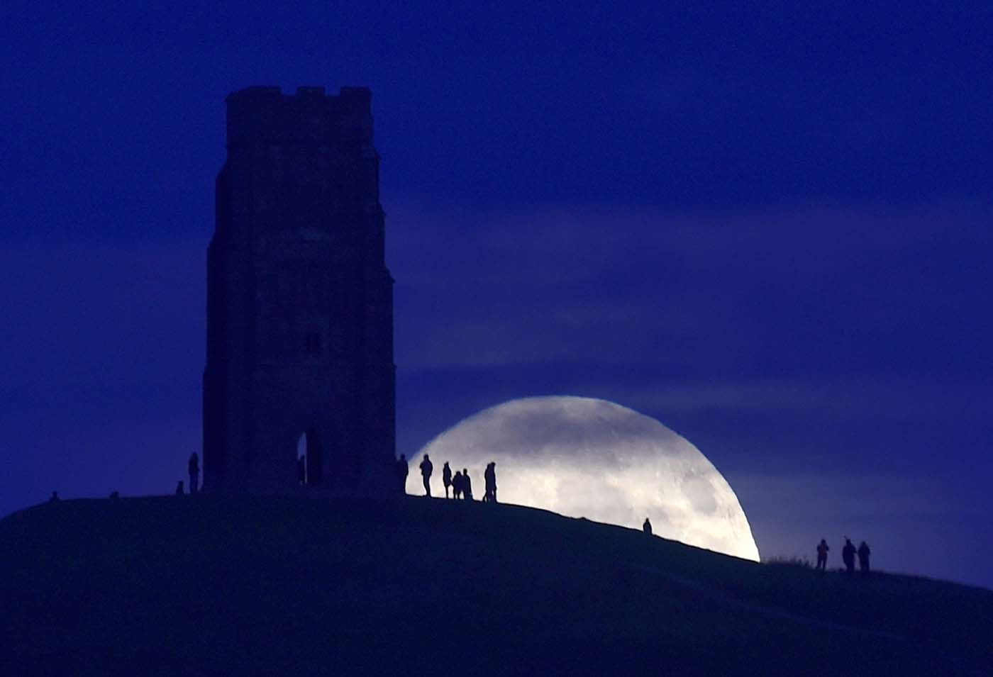 "The moon rises near Glastonbury Tor a day before the ""supermoon"" spectacle, in Glastonbury, Britain November 13, 2016. REUTERS/Rebecca Naden"