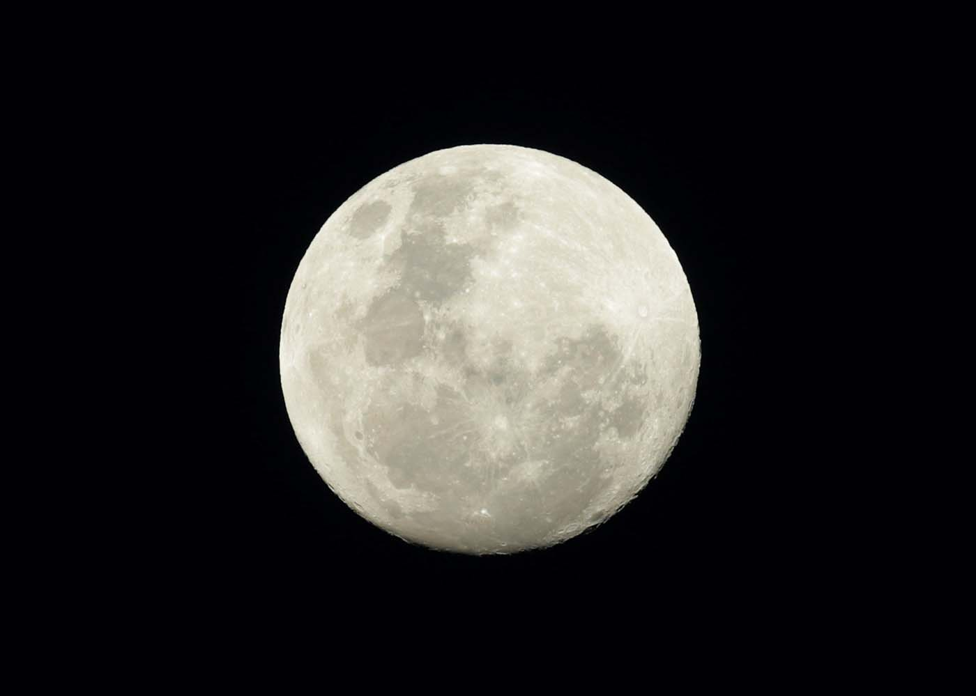 2016-11-14T065844Z_1710736401_S1BEUMSXSEAB_RTRMADP_3_SUPERMOON-SIGHTING-AUSTRALIA