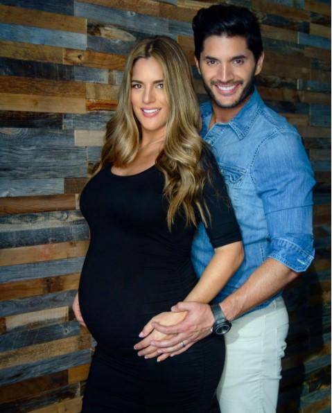 Sabrina Seara y Daniel Elbittar presentan a su bebé Maximiliano — FOTOS