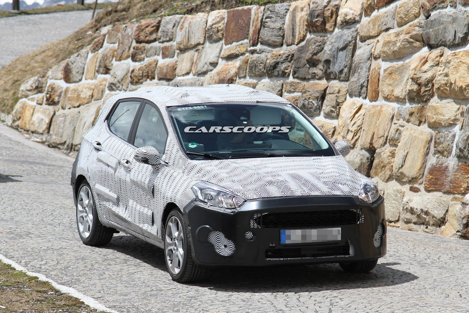 2018-Ford-Fiesta-1