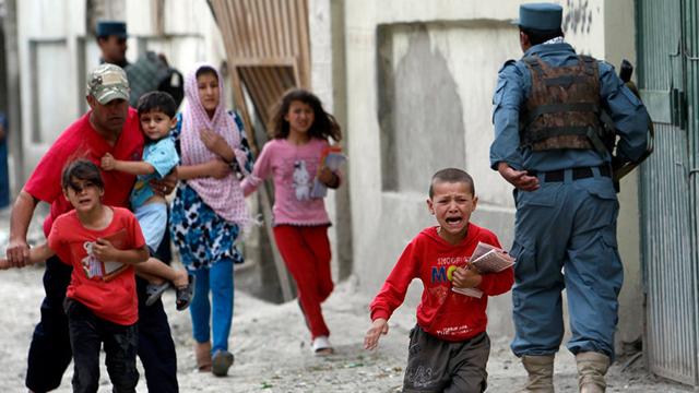 Afganistán. Además del prolongado conflicto armado, el país ha sido víctima de desastres naturales que han deteriorado la prestación de servicios de salud y educación, afectando a más de un millón de menores.