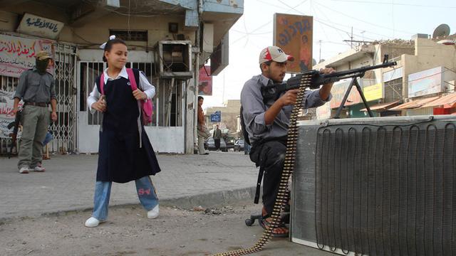 Irak. La crisis ha provocado que muchos niños abandonen sus estudios para buscar trabajo o alistarse en la guerra. Según la Unicef, más de 2,8 millones de infantes han abandonado sus hogares.