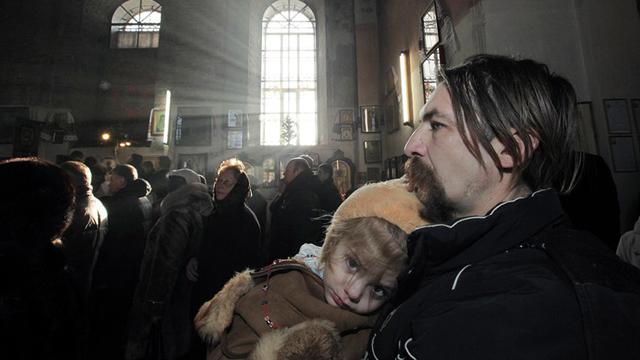 Ucrania. El conflicto civil que sufre el país ha afectado a unos 580.000 niños, que han tenido que vivir entre bombardeos y combates. Muchos de ellos se han visto obligados a dejar la escuela.