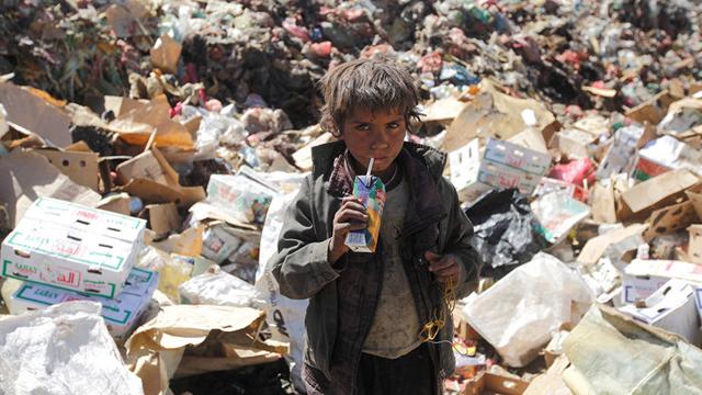 Yemen. 9,9 millones de niños requieren de ayuda humanitaria tras agudizarse el conflicto en el en el último año. Más de dos millones de menores han abandonado las escuelas tras su destrucción o reconversión en refugios para los desplazados.