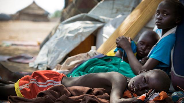 Sudán del Sur. A consecuencia de la guerra, aproximadamente 16.000 niños han sido reclutados por grupos armados desde el 2013. La Unicef calcula que otros 900.000 ahora son refugiados y 13.000 se encuentran desaparecidos.