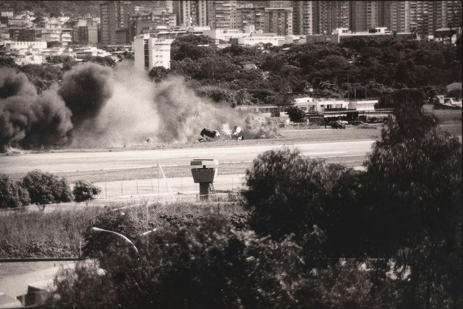 La base aérea Francisco de Miranda en La Carlota es impactada por una bomba lanzada desde un Bronco pilotado por un militar golpista / archivo
