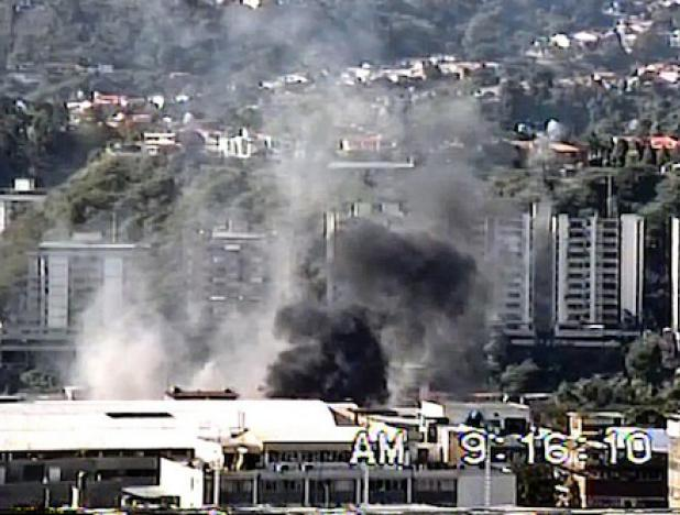 Oto ángulo de la base aérea Francisco de Miranda en La Carlota es impactada por una bomba lanzada desde un Bronco pilotado por un militar golpista el 27 de noviembre de 1992 / archivo