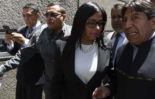 Venezuelan Foreign Minister Delcy Rodriguez and his Bolivian counterpart David Choquehuanca arrive to the Argentine Foreign Ministry in Buenos Aires, during a meeting among Mercosur's ministers where Venezuela was not invited, on December 14, 2016. Mercosur's foreign ministers debate on Venezuela's suspension from the group after accusations that the leftist government in Caracas failed to meet democratic and trade standards. / AFP PHOTO / EITAN ABRAMOVICH