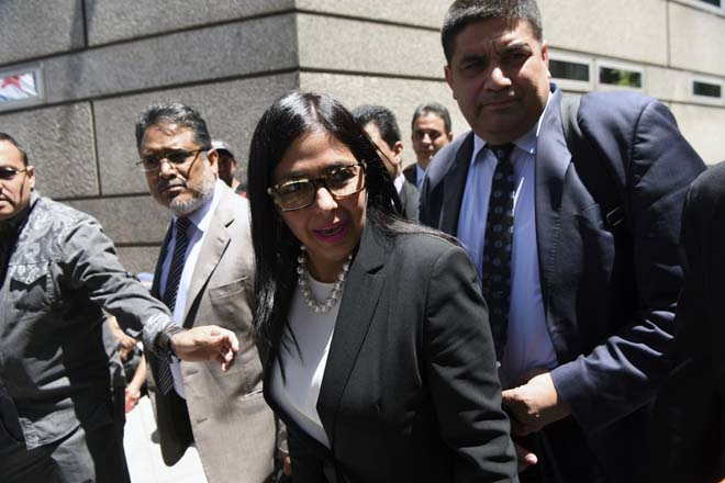 Venezuela's Foreign Minister Delcy Rodriguez (C), arrives to the Argentine Foreign Ministry in Buenos Aires during a meeting among Mercosur's ministers where Venezuela was not invited, on December 14, 2016. Mercosur's foreign ministers debate on Venezuela's suspension from the group after accusations that the leftist government in Caracas failed to meet democratic and trade standards. / AFP PHOTO / EITAN ABRAMOVICH