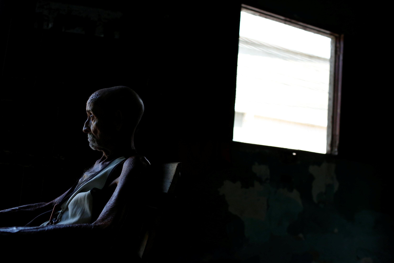 Juan Pulgar, 73, en su casa de Punto Fijo. Foto: REUTERS/Carlos Garcia Rawlins