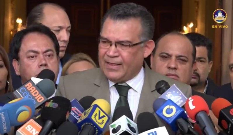 Barrientos se ausentó del Parlamento para visitar a su madre enferma