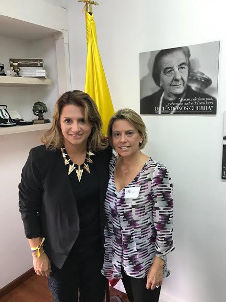 Lilia con la Senadora