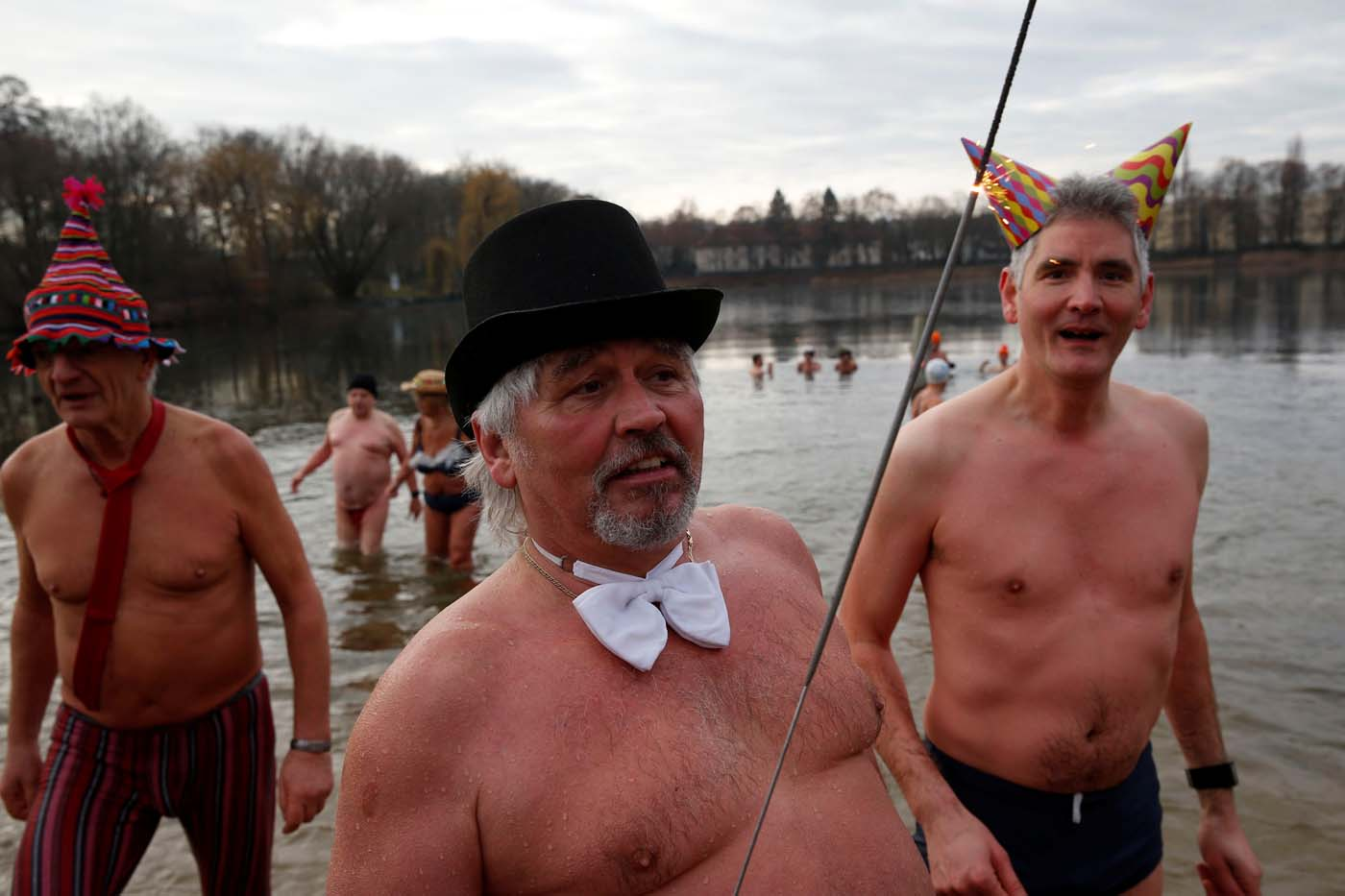 Members of the Berliner Seehunde (Berlin Seals) ice swimmers club walk out after taking a dip in lake Orankesee during their traditional New Year swimming event in Berlin, Germany, January 1, 2017.       REUTERS/Fabrizio Bensch