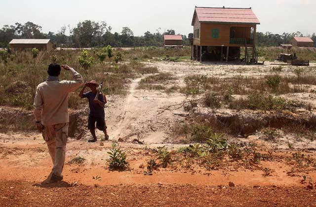 Es mala suerte cerrar negocios o comprar viviendas los miércoles. Los números 3 y 5 también son desgraciados en Camboya, por eso regalar tres flores o hacer una foto de 5 en grupo no es la mejor idea.