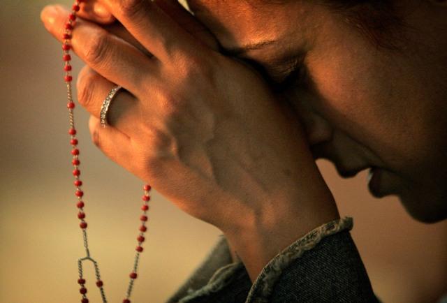 rezando_rosario_4