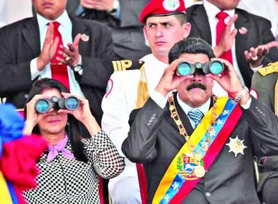 Binoculares-Maduro-Flores-Bolivar-EFE_CLAIMA20140726_0127_16