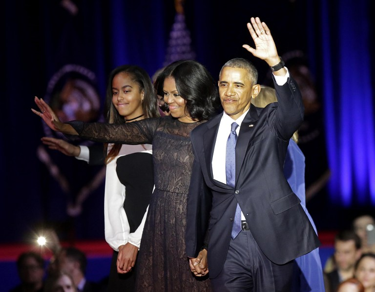 US First Lady Michelle Obama (C) and US President Barack Obama greet supporters as daughter Malia looks on after the President delivered his farewell address in Chicago, Illinois on January 10, 2017. Barack Obama closes the book on his presidency, with a farewell speech in Chicago that will try to lift supporters shaken by Donald Trump's shock election. / AFP PHOTO / Joshua LOTT