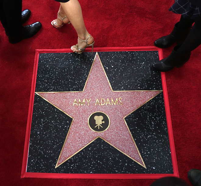 La actriz estadounidense Amy Adams recibe estrella en el Paseo de la Fama de Hollywood