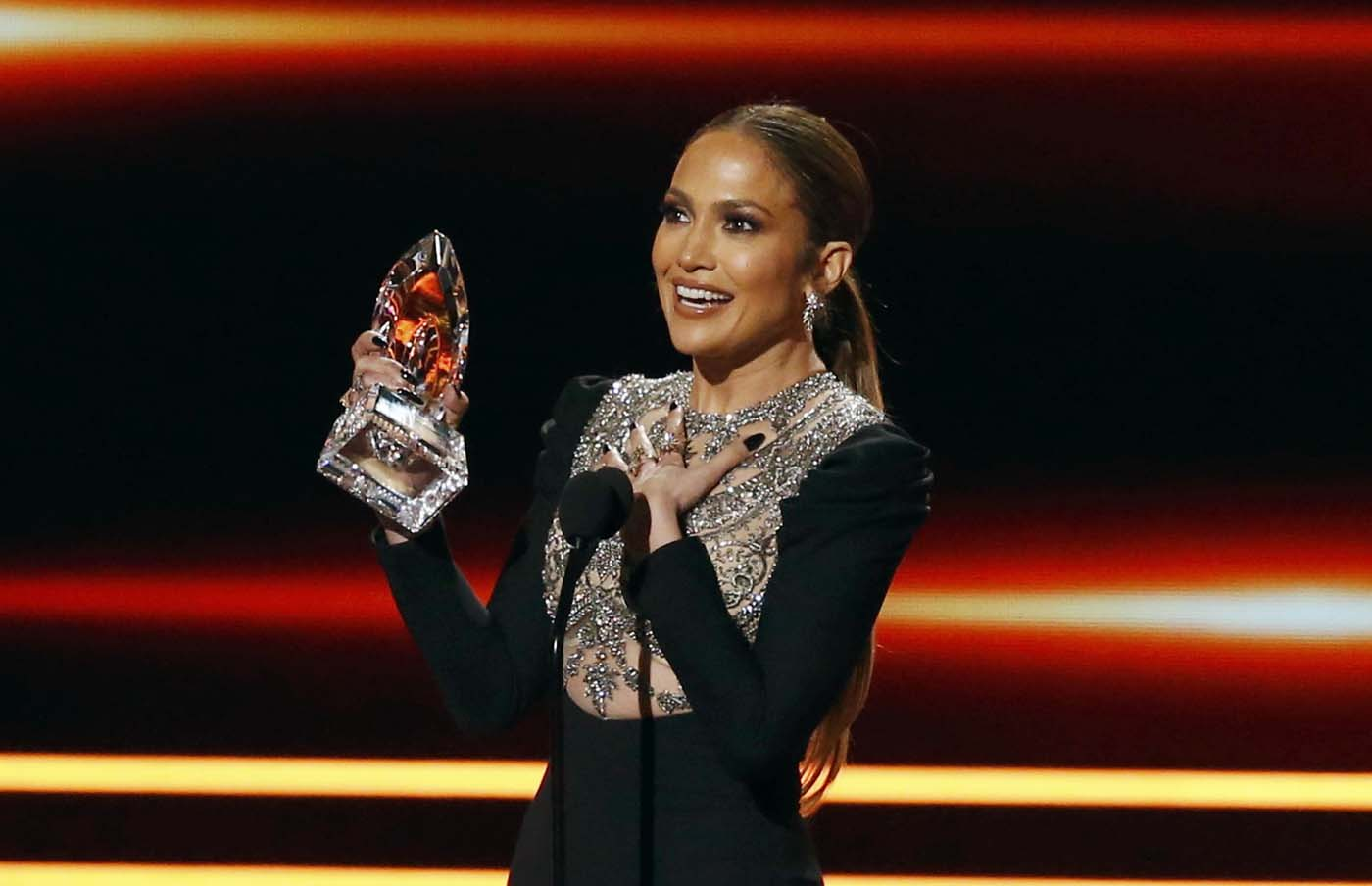 Actress Jennifer Lopez accepts the award for Favorite TV Crime Drama Actress during the People's Choice Awards 2017 in Los Angeles, California, U.S., January 18, 2017.   REUTERS/Mario Anzuoni