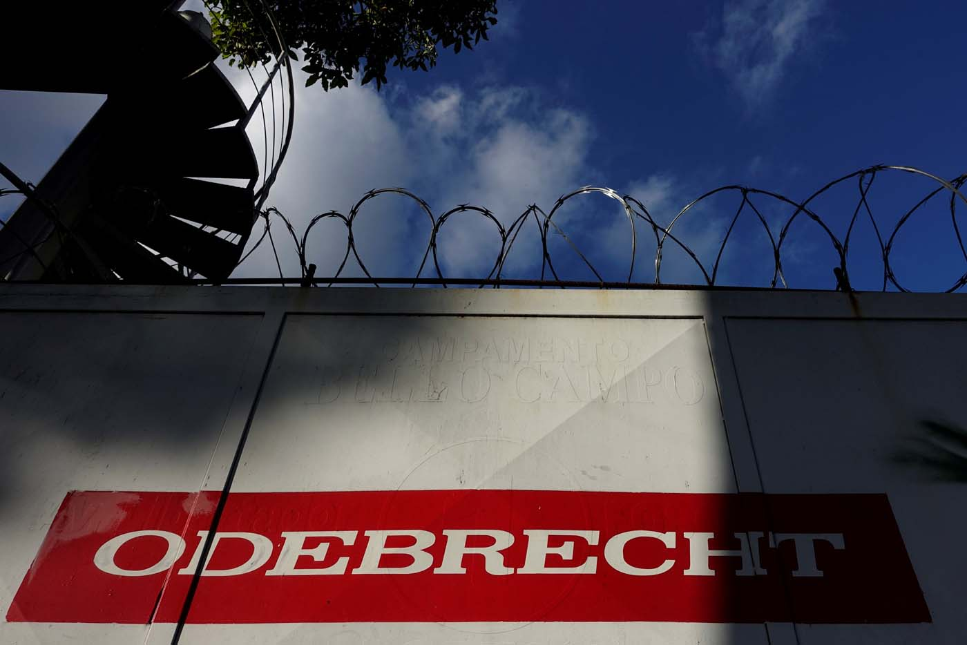 The corporate logo of Odebrecht is seen in a construction site in Caracas, Venezuela January 26, 2017. REUTERS/Carlos Garcia Rawlins