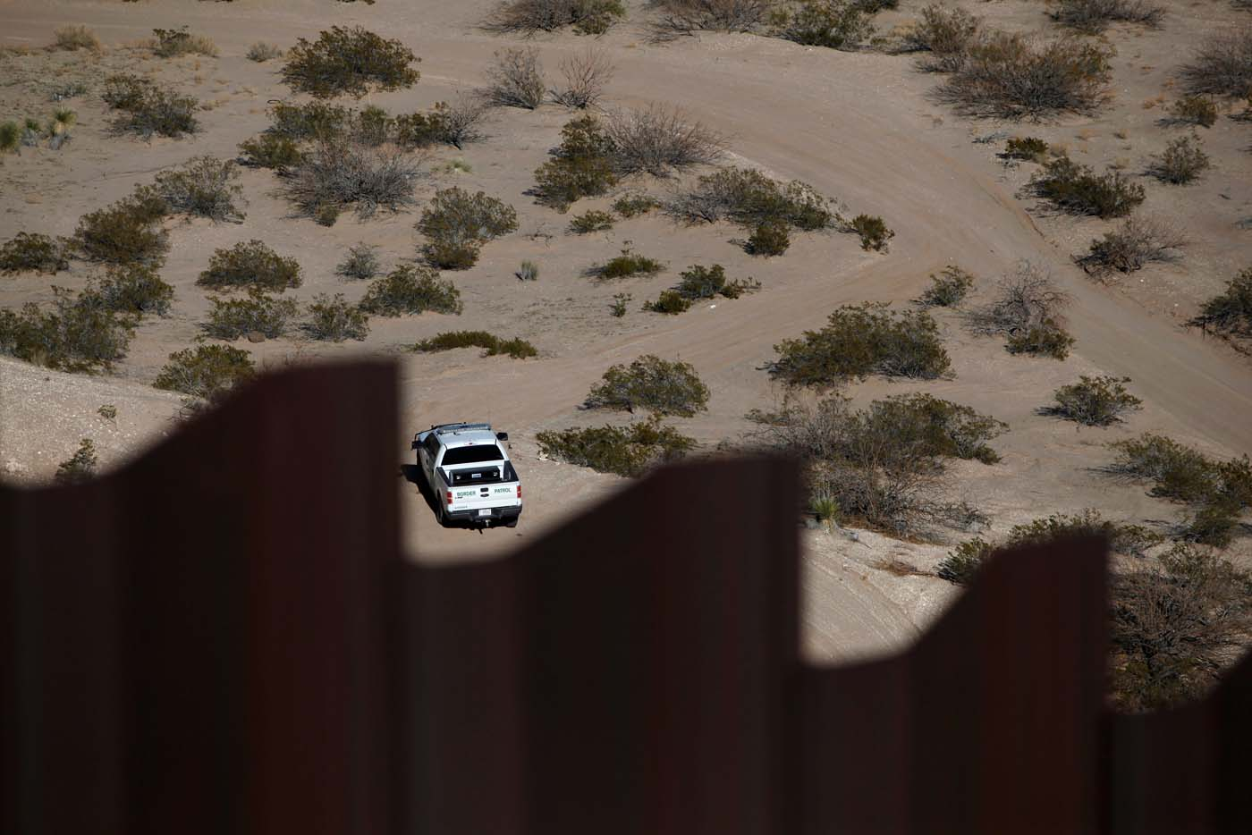 A Border Patrol vehicle is seen guarding at a newly built section of the U.S.-Mexico border fence at Sunland Park, U.S. opposite the Mexican border city of Ciudad Juarez, Mexico January 26, 2017. Picture taken from the Mexico side of the U.S.-Mexico border. REUTERS/Jose Luis Gonzalez