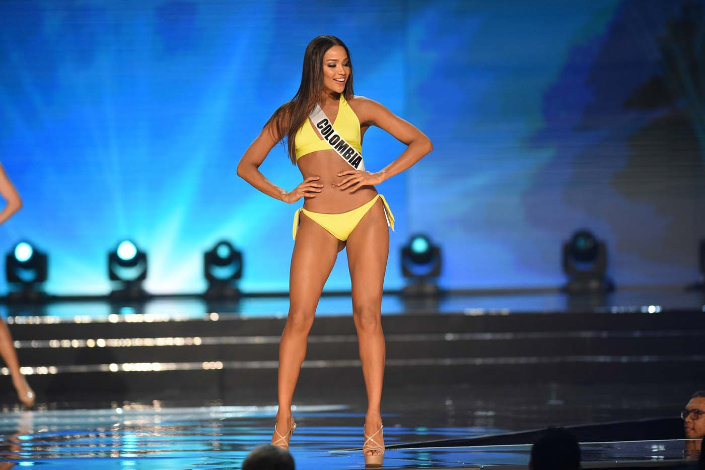 This photo taken on January 26, 2017 shows Miss Universe contestant Andrea Tovar of Colombia in her siwmsuit during the preliminary competition of the Miss Universe pageant at the Mall of Asia arena in Manila. / AFP PHOTO / TED ALJIBE