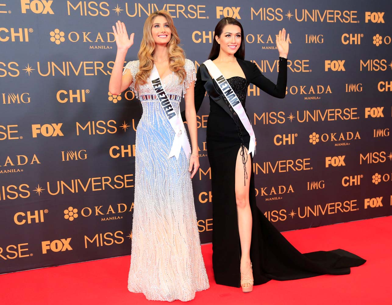 Miss Universe candidates Mariam Habach of Venezuela and Dang Thi Le Hang of Vietnam pose for a picture during a red carpet inside a SMX convention in metro Manila, Philippines January 29, 2017. REUTERS/Romeo Ranoco