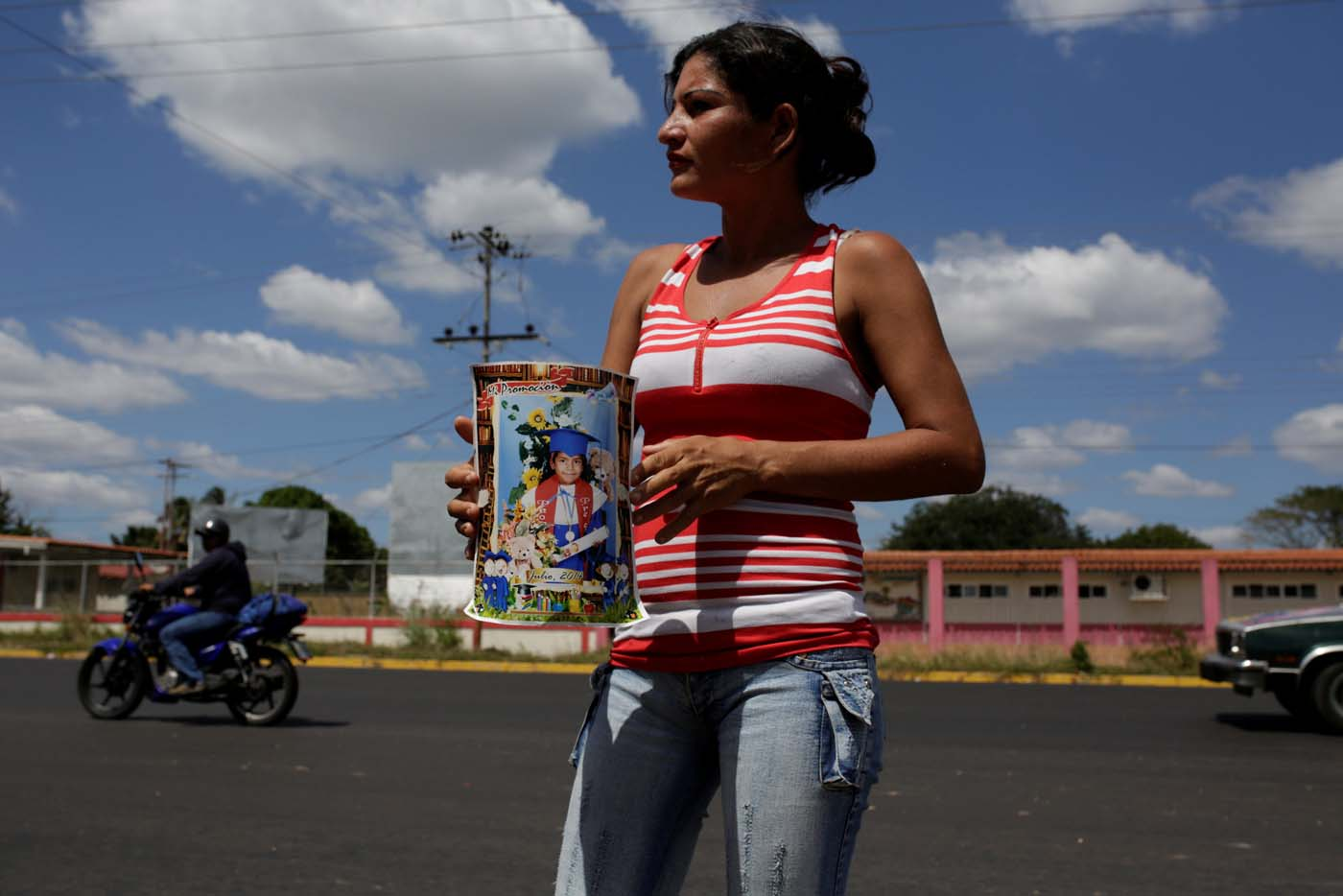 An aunt of Eliannys Vivas collects money to pay a loan used for the funeral of Eliannys, who died from diphtheria, along a main street in Pariaguan, Venezuela January 26, 2017. Picture taken January 26, 2017. REUTERS/Marco Bello