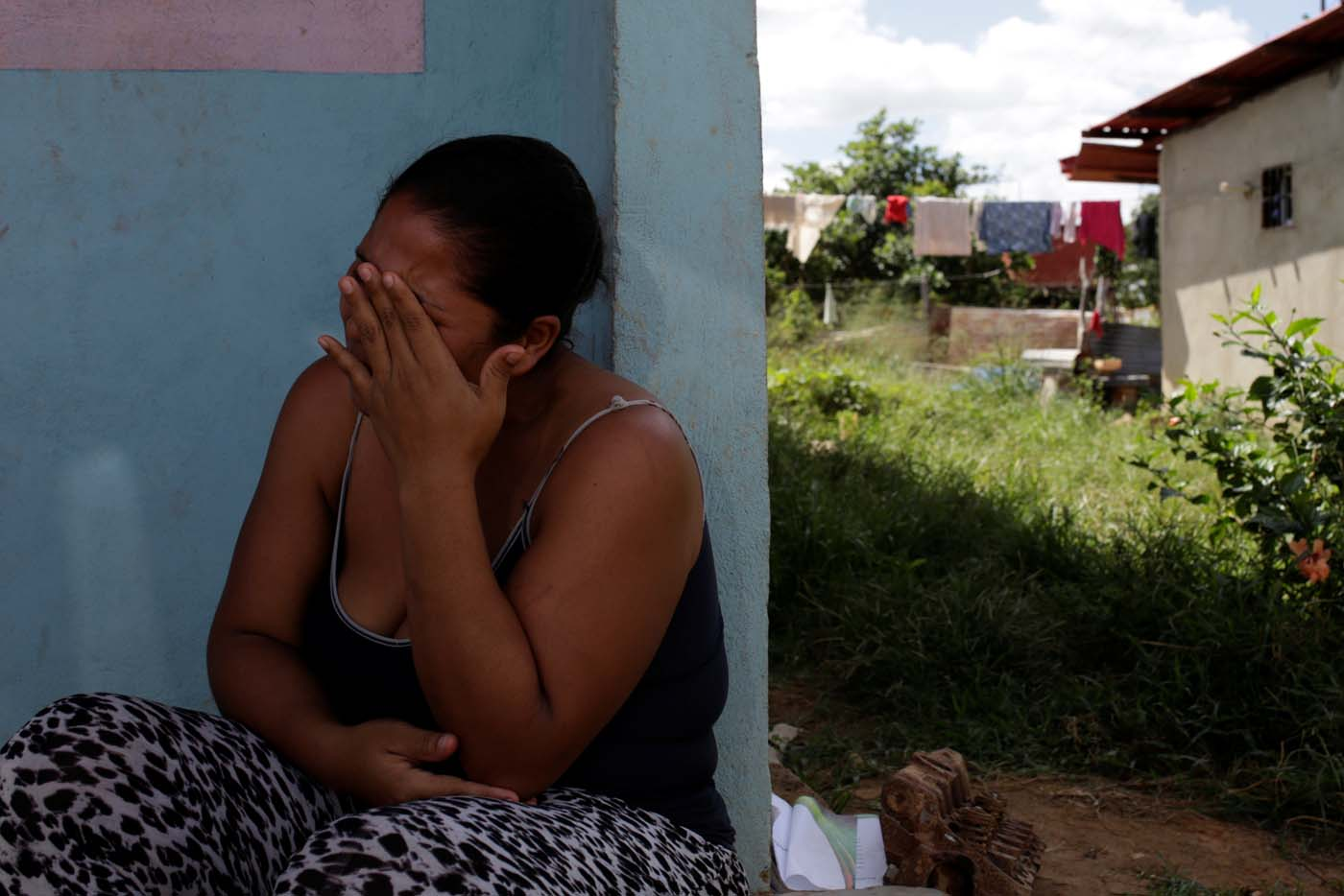 Jennifer Vivas, mother of Eliannys Vivas, who died from diphtheria, cries at the front porch of her home in Pariaguan, Venezuela January 26, 2017. Picture taken January 26, 2017. REUTERS/Marco Bello