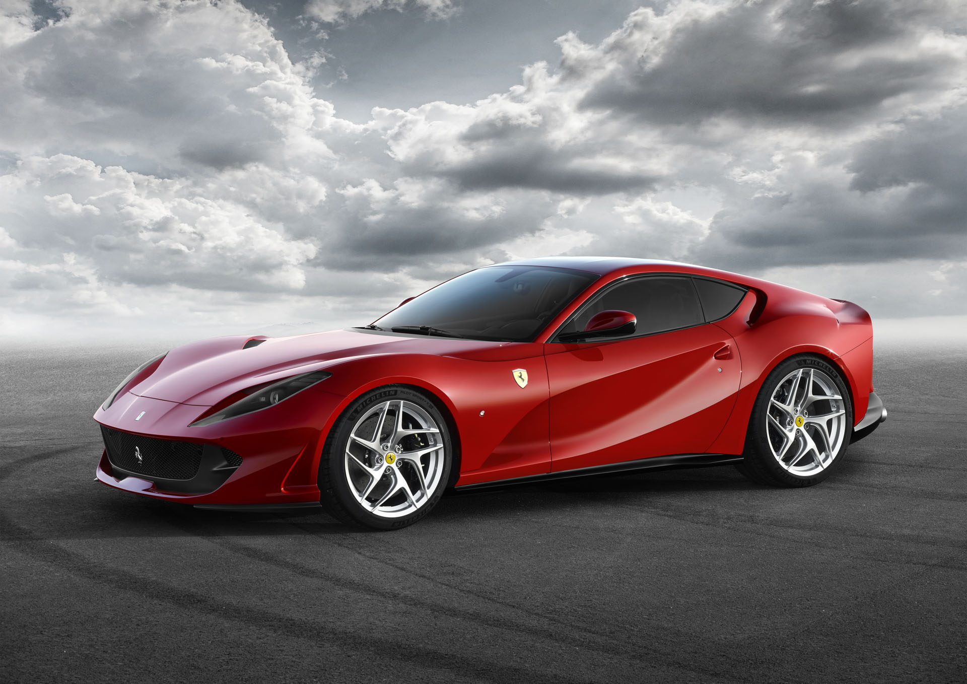 Ferrari 812 Superfast (2)