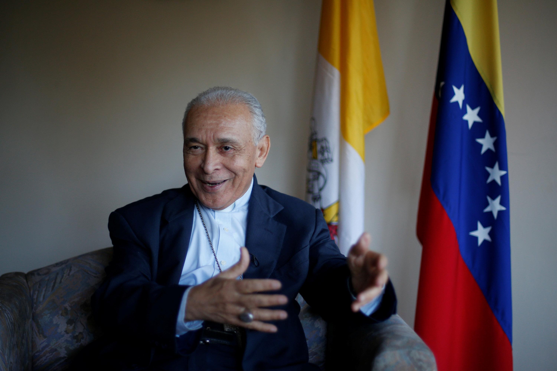 El arzobispo Diego Padrón, presidente de la Conferencia Episcopal de Venezuela, la principal autoridad eclesiástica en el país, habla durante una entrevista con Reuters en Caracas, Venezuela, 1 de febrero de 2017. REUTERS/Carlos Garcia Rawlins