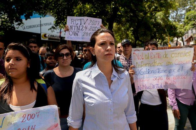 María Corina Machado, líder opositora, asistió a una manifestación en las afueras de Conatel por la suspensión de las transmisiones de CNN en Español, Caracas, Venezuela, 16 de febrero de 2017.