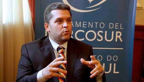 Saime anuló pasaporte del jefe de la delegación venezolana al Parlasur