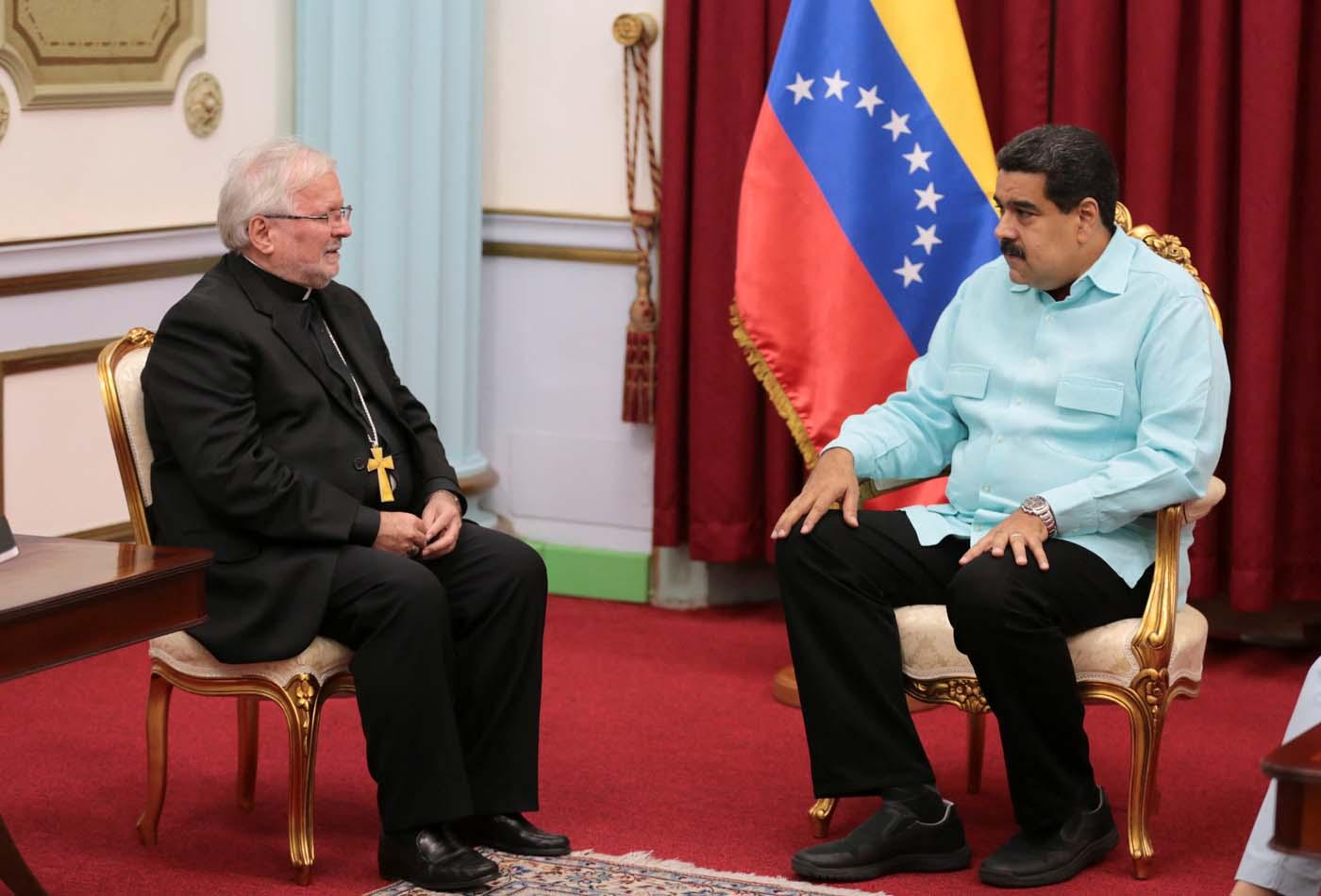 Maduro recibió al Nuncio Apostólico entre críticas de la oposición