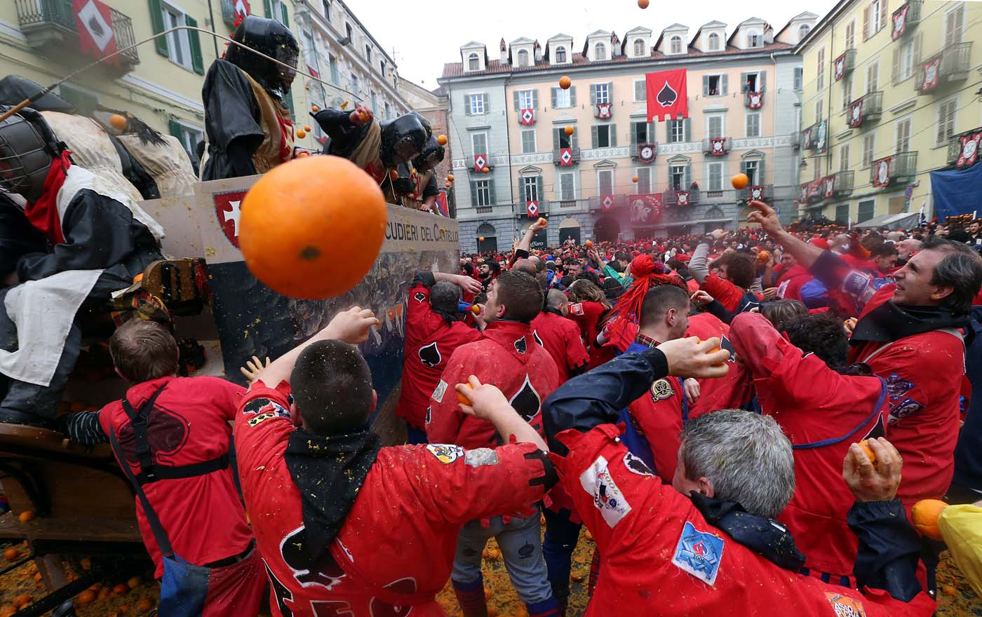 Members of rival teams fight during an annual carnival orange battle in the northern Italian town of Ivrea February 26, 2017. REUTERS/Stefano Rellandini