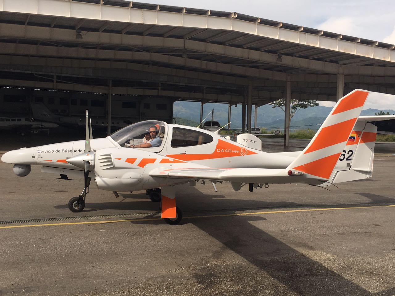 La aeronave DA-42 supuestamente recuperada en el aeropuerto Caracas en noviembre de 2016 / foto UN